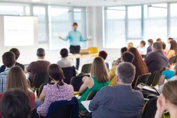 Seminer ve eğitim hizmetleri, kuruluşların kaliteyi arttırırken işletme giderlerini azaltmanın yollarını bulmalarını sağlamaktadır.